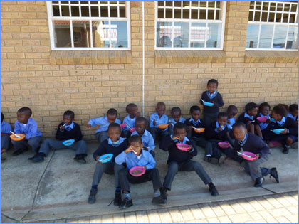 Children eating breakfast at Joe Slovo Primary School